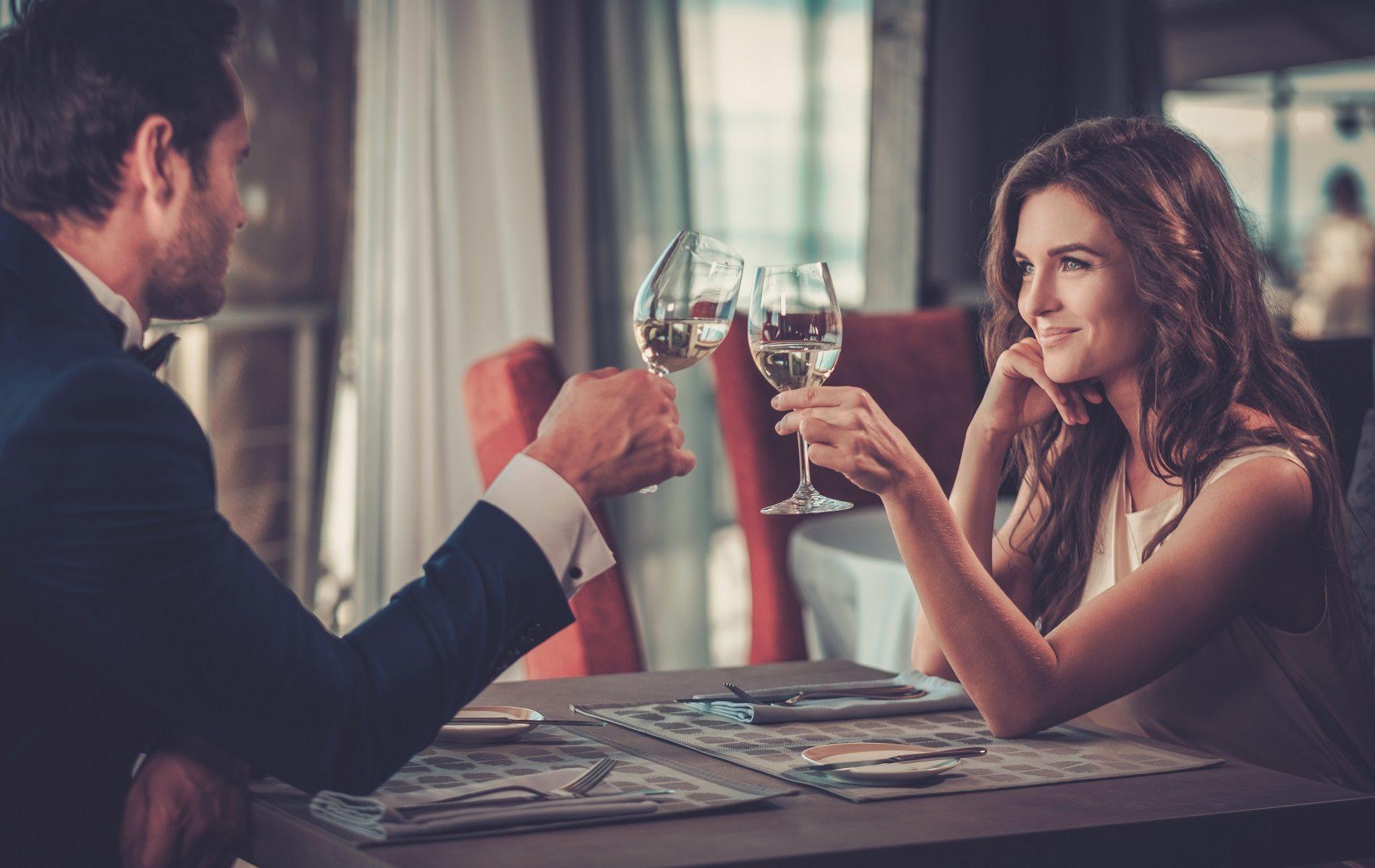 Paar beim ersten Date in einem Restaurant