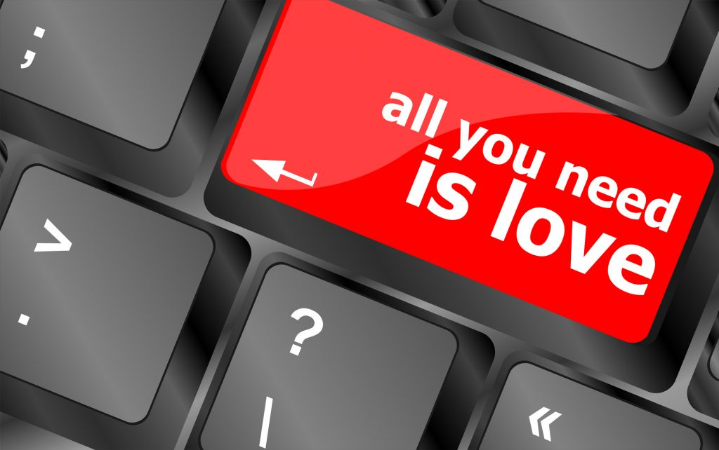 "Computer Taste mit dem Spruch ""Allyou need is Love"""