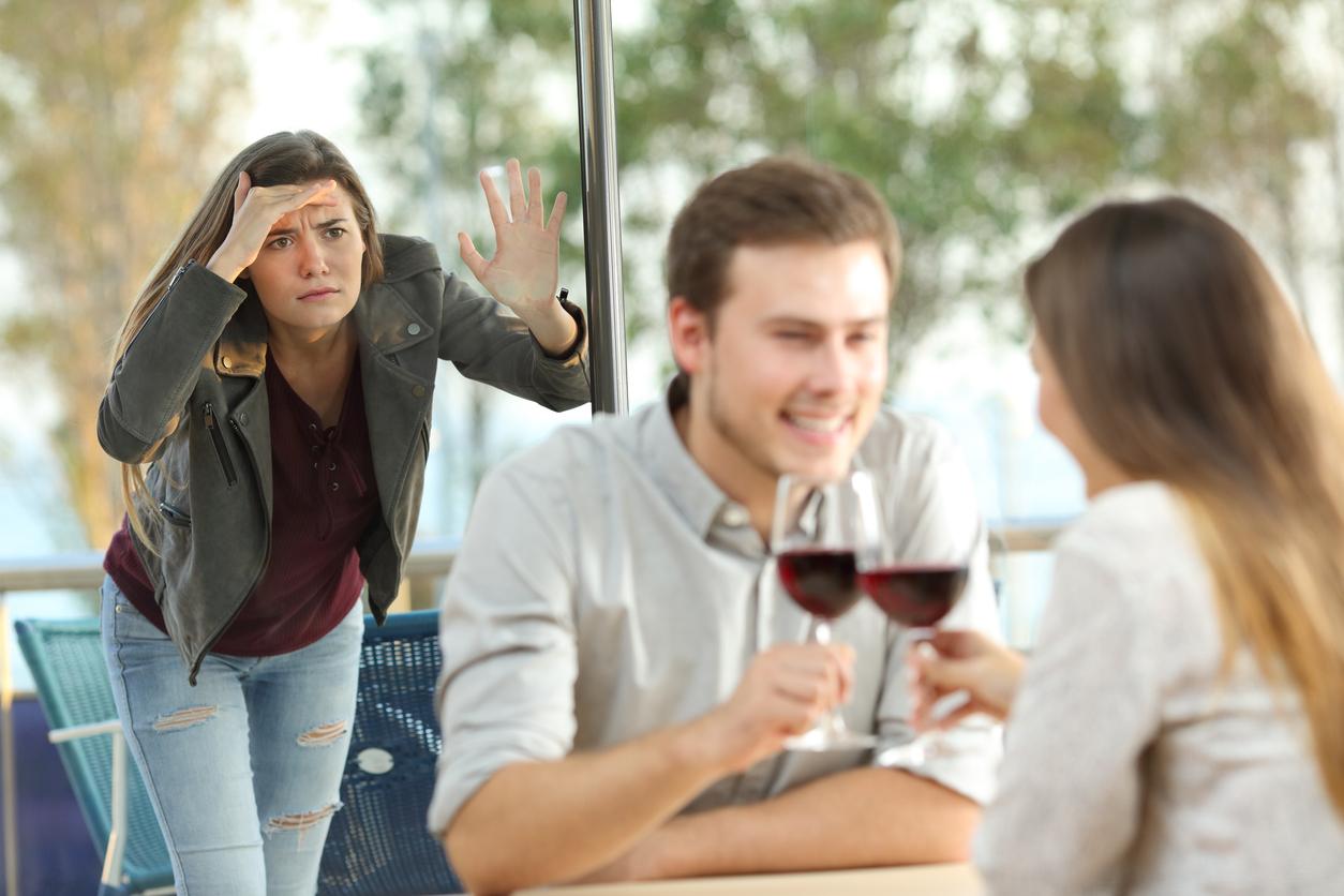 Mann trifft sich mit anderer Frau