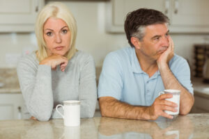 Desinteressiertes Paar